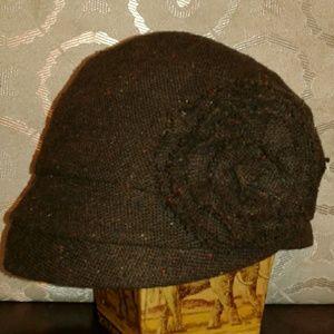 Brown cap/color specks / fabric bow